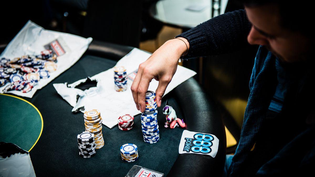 bài tây poker